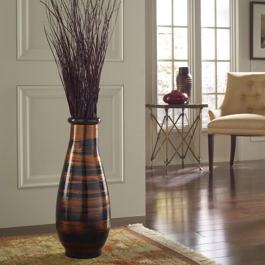 напольная ваза с цветами в интерьере фото