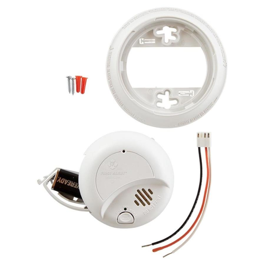 First Alert Brk 6 Pack Ac Hardwired 120 Volt Smoke Detector In The