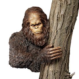 Design Toscano Bigfoot The Bashful Yeti 15-In Garden Stat...