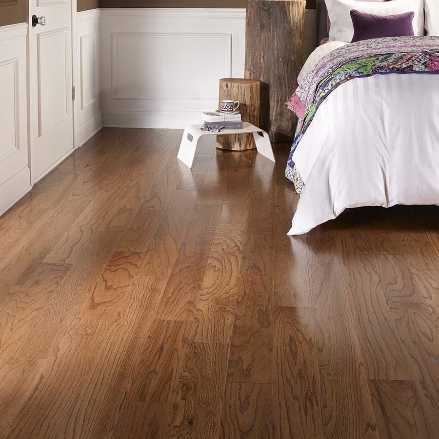Pergo MAX 4.4-in Gunstock Oak Hardwood Flooring (4.4-sq ft)